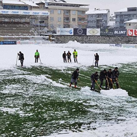 2. Lig maçına kar engeli