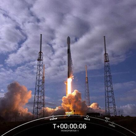 Elon Muskın şirketi SpaceX, uzaya tek seferde 143 uydu gönderdi