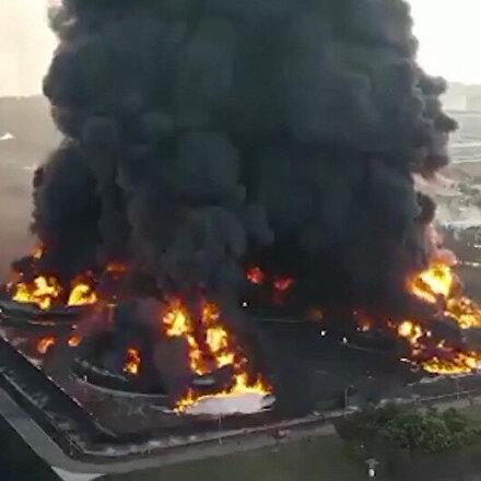 Endonezyada petrol rafinerisindeki patlamada yaşanan tahribat havadan böyle görüntülendi