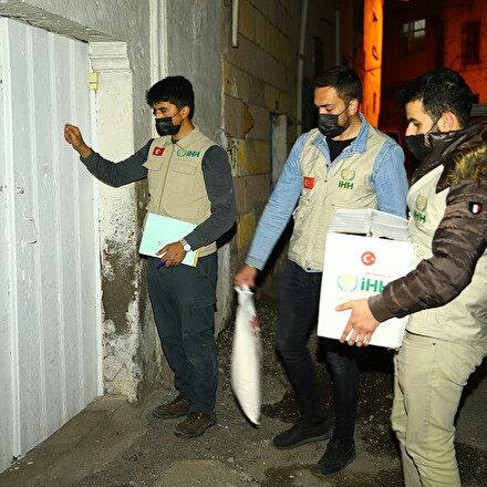 Nevşehirde İHHnın iyilik elçileri her gece ihtiyaç sahiplerinin kapısını çalıyor