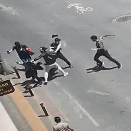 Zeytinburnunda 2 grubun kemerli kavgası kamerada