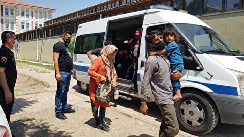 Over 25 irregular migrants held after entering Turkey illegally