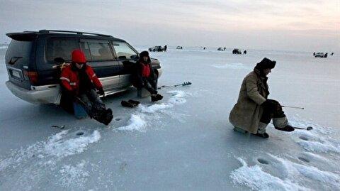 في تركيا.. صيد السمك على الجليد هواية الشباب في الشتاء
