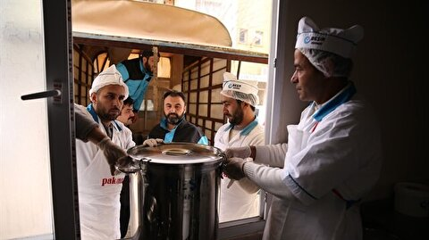 جمعية تركية تواصل تقديم وجبات ساخنة لـ 4 آلاف عائلة بإدلب السورية