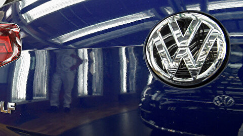 Volkswagen denies allegations chairman knew early about emissions cheating