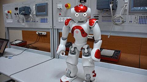 """""""روبوت"""" لتعليم اللغات الأجنبية بجامعة تركية"""