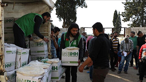 Turkish aid group distributes winter aid packs in Syria