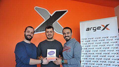 أول ساعة ذكية بإنتاج تركي.. تعرّف على الثنائي اللذين فازا بجائزة عالمية