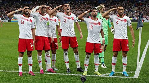 Fransızlar milli futbolcularımızın asker selamına sansür uyguladı