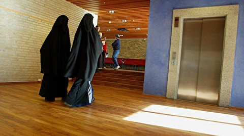 Swedish teachers don veils to support Muslim students against headscarf ban
