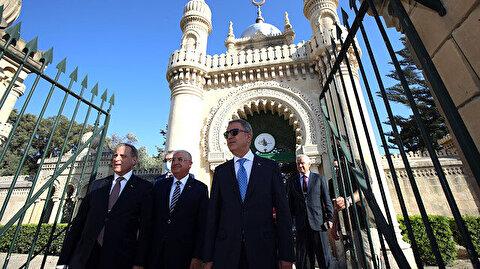 أكار وغولر يزوران مقبرة الشهداء الأتراك في مالطا