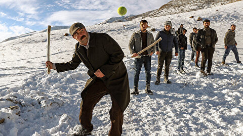 Turkish baseball attracts both young, old during winter
