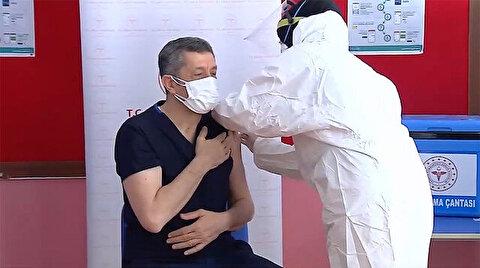 Education workers start getting vaccine jabs in Turkey
