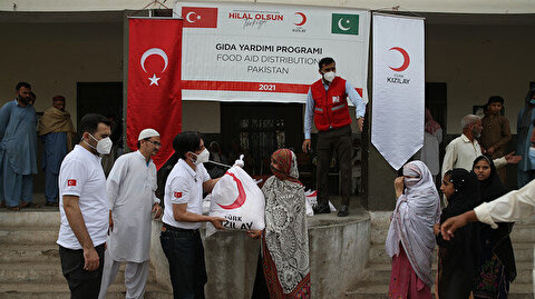 الهلال الأحمر التركي يقدم مساعدات غذائية لـ500 أسرة بباكستان