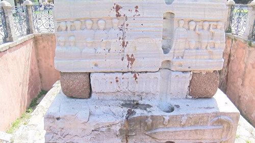 Sultanahmet Meydanı'nda tepki çeken görüntü: Boya mı yoksa kan mı belli değil