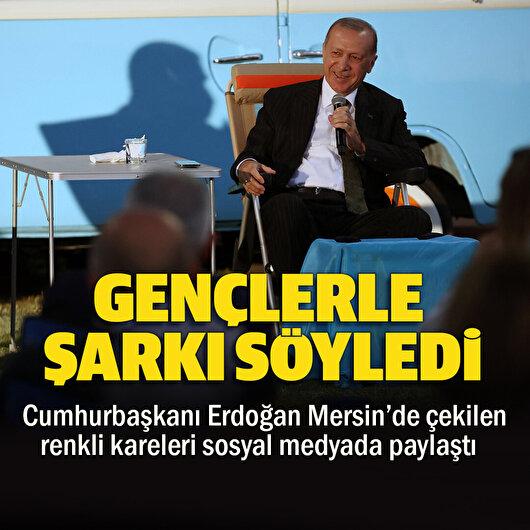 Cumhurbaşkanı Erdoğan Mersin'de gençlerle şarkı söyledi