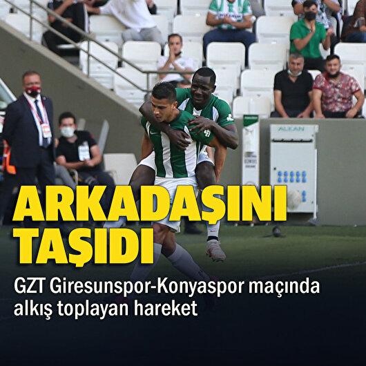 Süper Lig maçında ilginç anlar: Arkadaşını sırtına alıp taşıdı