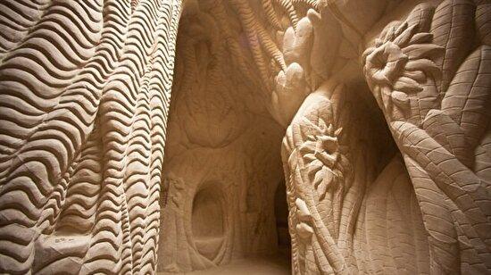 25 yıl boyunca elleriyle kazdığı mağara ile harikalar yaratan adam