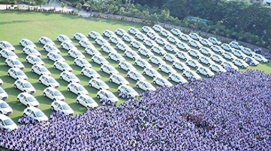 Çalışanlarına 400 daire ve 1260 otomobil verdi