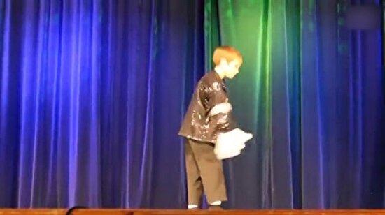 9 yaşındaki Michael Jackson'ın dansıyla büyüledi!