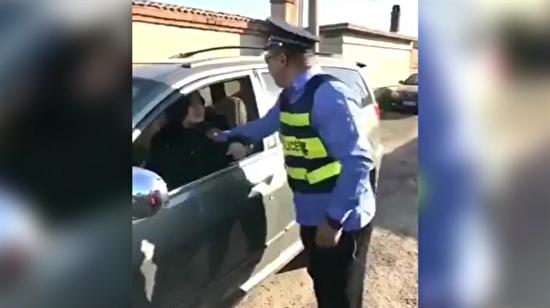 Kendisine ceza kesmek isteyen polise ceza kesti!