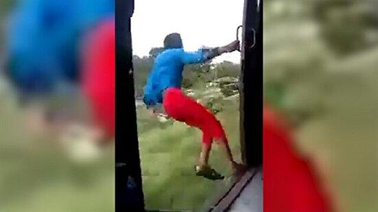 Tren yolculuğunda yaptığı çılgınlığın bedelini ağır ödedi!