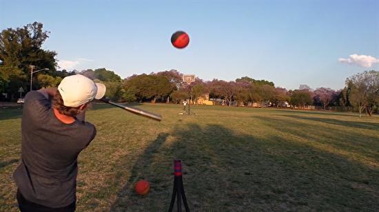 Beyzbol sopasıyla 35 metreden basket attı!