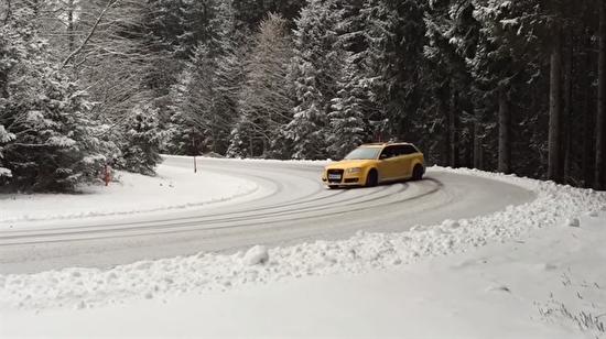 Audi RS4'ün karda drift deneyimi