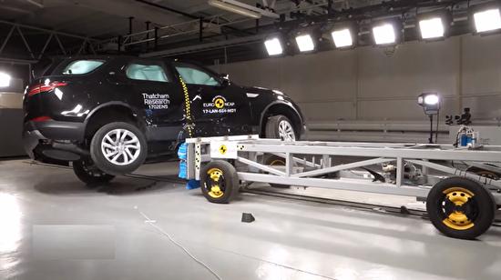 2017 Land Rover kaza testi böyle gerçekleştirildi!