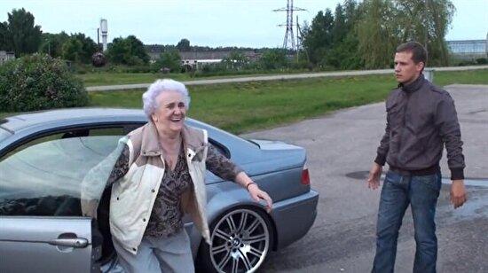 Torununun arabasını çalıp drift yapan anneanne!