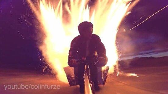 Bir bisiklete bin tane havai fişek sığdırıp ateşlemek