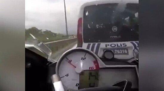 Motorla makas atarken trafik polisiyle karşılaşmak!
