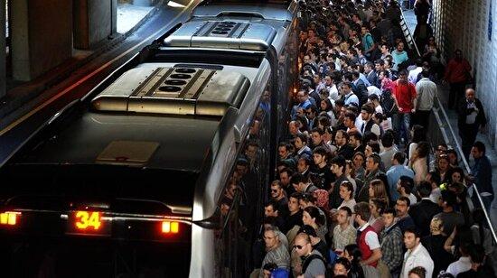 Metrobüs duraklarının gün yüzü görmemiş hikayeleri!