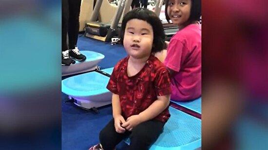 Yağ yakma aletine çıkan Çinli kızın komik halleri
