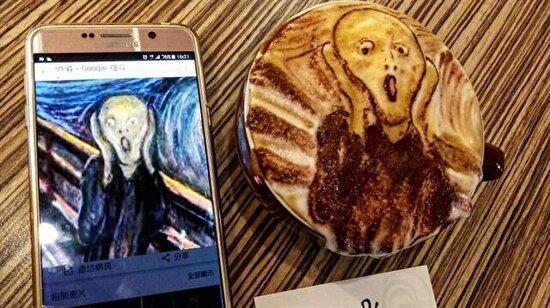 Kahve köpüğüyle yaptığı sanat kendine hayran bıraktı!