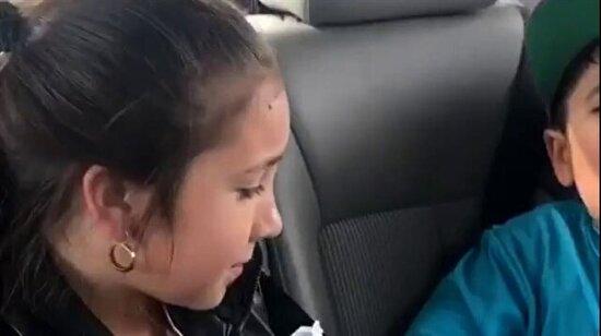 Emniyet kemerlerini takmadıkları için çocukları polise şikayet eden abi