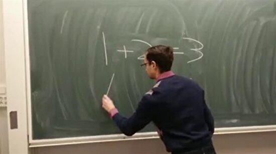 Matematik dersinde 0.001 saniye hayal kurarsın ve hoca tahtaya dünyada matematiğe dair ne varsa yazar ya