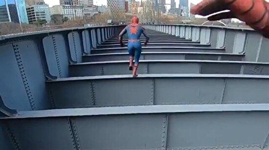 Adrenalin sever ikiz Örümcek Adamlar