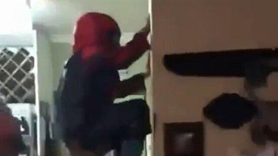 Örümcek adam varisini eğitiyor