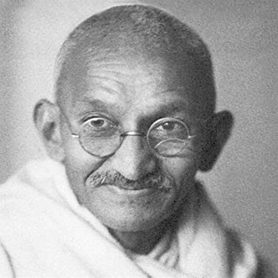 Mahatma Gandhi doğdu