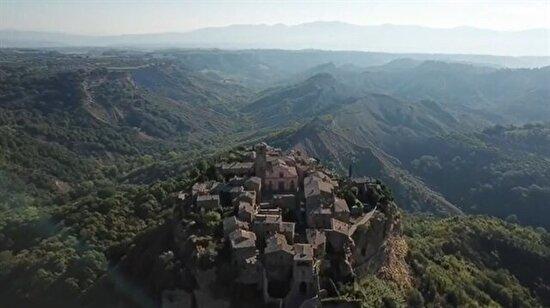 İtalya'nın merkezindeki Viterbo kentinde bir kasaba