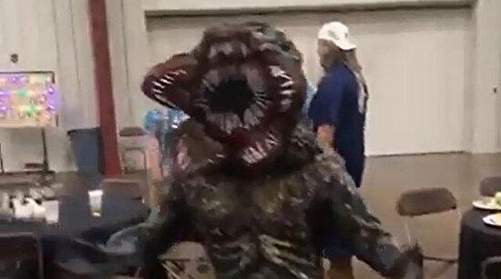 Ev yapımı Demogorgon kostümü