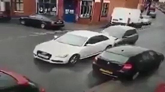 Kaç kişi çıktı o arabadan?