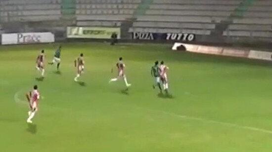 Tsubasa mı izliyoruz bu nasıl gol?!