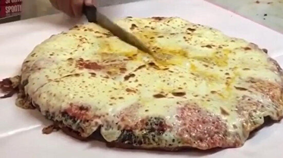 Dev pizza ve onun dev dilimleri