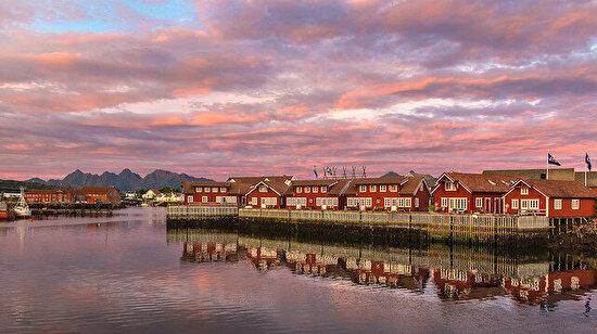 Kuzey Norveç'in Lofoten Adaları'ndaki Svolvaer Kasabası