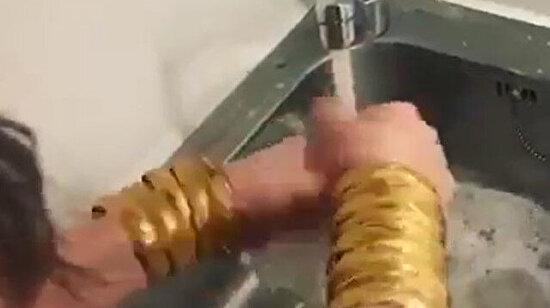 Bir tanesini bozdurup çamaşır makinesi almaya ne dersin?