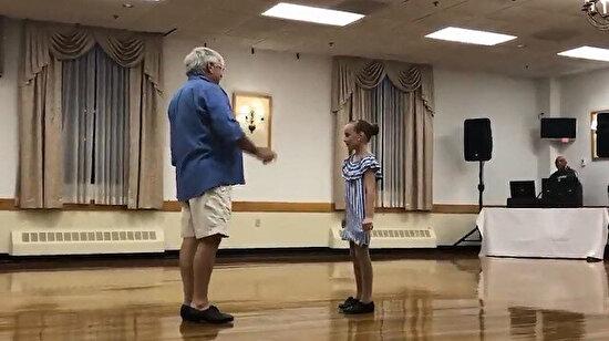 10 yaşındaki kızın 83 yaşındaki dedesiyle yaptığı dans gösterisi