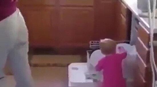 Annesinin en büyük yardımcısı
