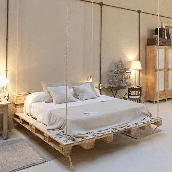 Salıncak yatak modelini paletlerle de gerçekleştirebilirsiniz